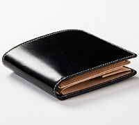 グレンチェックの二つ折り財布です。