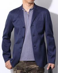 TOKYOlifeのテーラードジャケットとカットソーのコーデです。