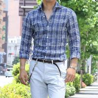 TOKYOlifeの長袖カジュアルシャツのパンツインコーデです。