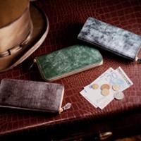ココマイスターのラウンドジップ長財布です。