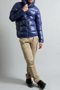 スプートニクスの青ダウンジャケットです。