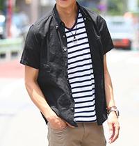 メンズスタイルの黒半袖シャツコーデです。