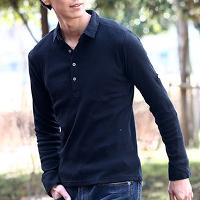メンズスタイルの長袖黒ポロシャツです。