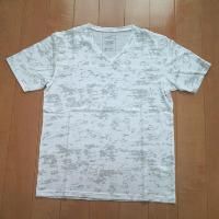 エムケーオムのムラ染めVネックTシャツ2です。