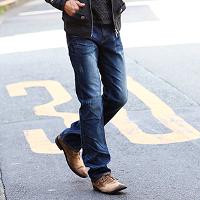 メンズスタイルのジーンズです。
