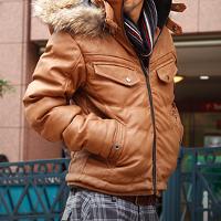 メンズスタイルのキャメルの中綿ジャケットです。