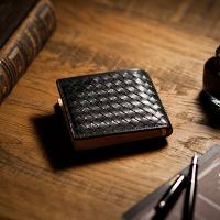 ココマイスターのマットーネ二つ折り財布です。
