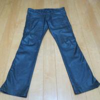 通常のロングタイプのジーンズです。