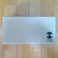 TKのレザープリントスニーカーの箱です。