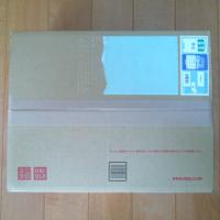 ユニクロの箱です。