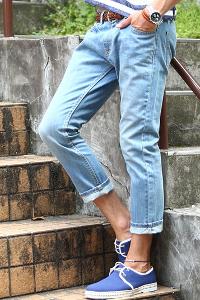 メンズスタイルのクロップドジーンズ
