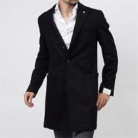 モダンブルーのコートスタイルです。