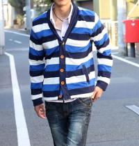 メンズスタイルの青カーディガンコーデです。