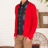 メンズファッション+の赤カーディガンコーデです。