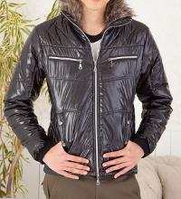 メンズファッション+のダウンジャケットコーデです。