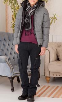 メンズファッション+のグレーダウンジャケットのコーデです。