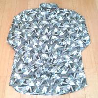 プリティーグリーンのリバティプリントBDシャツです。