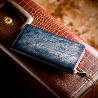 ココマイスターのネイビーラウンドファスナー長財布です。