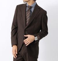 ユニバーサルランゲージのブラウンスーツです。